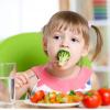 Chế độ dinh dưỡng cho trẻ bị táo bón
