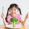 Trẻ bị táo bón cần chất xơ hòa tan hay chất xơ không hòa tan?