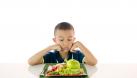 Nỗi lòng của trẻ táo bón: Mẹ ơi đừng ép con ăn rau!
