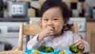 Phải tìm mọi cách để trị biếng ăn cho trẻ - Cách chăm con này liệu có còn đúng?