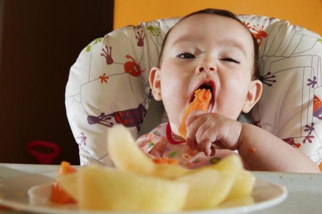 Bioacimin - 04 - May - Những điều mẹ cần biết về chế độ ăn dặm Baby Wed Leaning2
