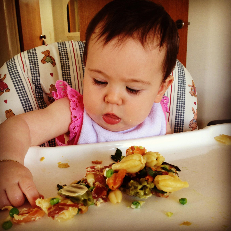 Bioacimin - 04 - May - Những điều mẹ cần biết về chế độ ăn dặm Baby Wed Leaning4