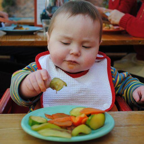 Bioacimin - 04 - May - Những điều mẹ cần biết về chế độ ăn dặm Baby Wed Leaning5
