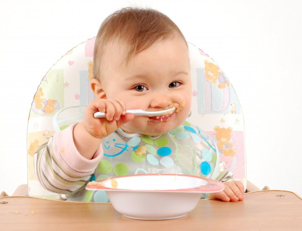 Bioacimin - 04 - May - Những điều mẹ cần biết về chế độ ăn dặm Baby Wed Leaning9